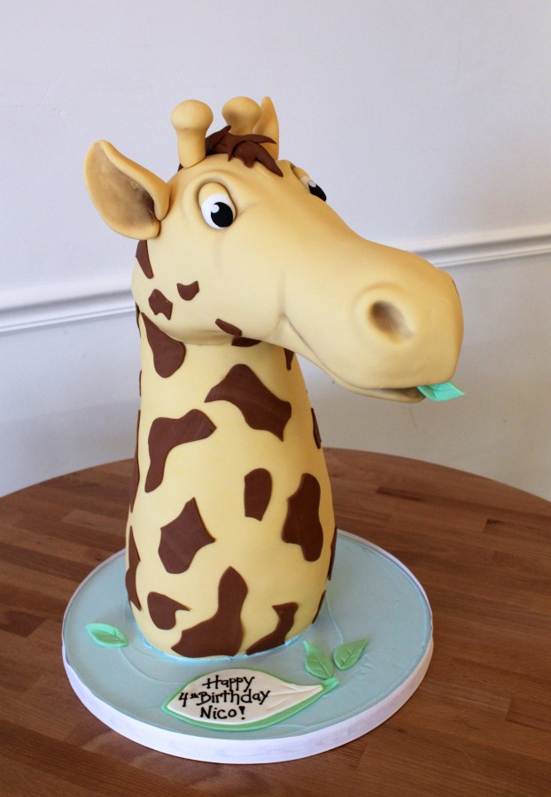 Giraffe sculpted cake