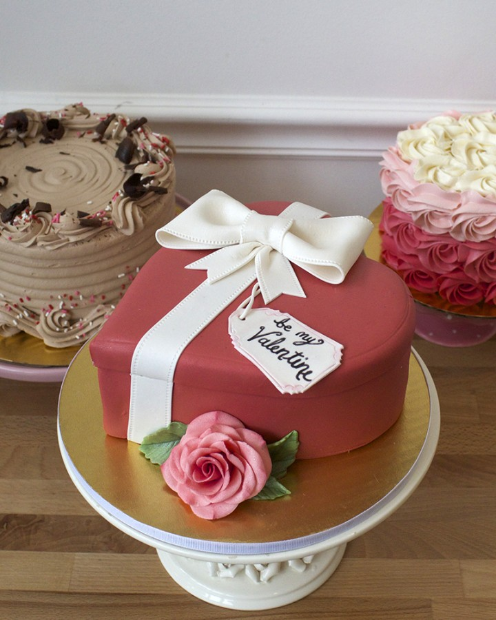 Valentine's Gift Box Cake