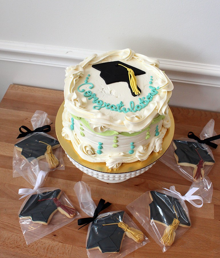 graduation-gourmet-cake-decorated-sugar-cookies